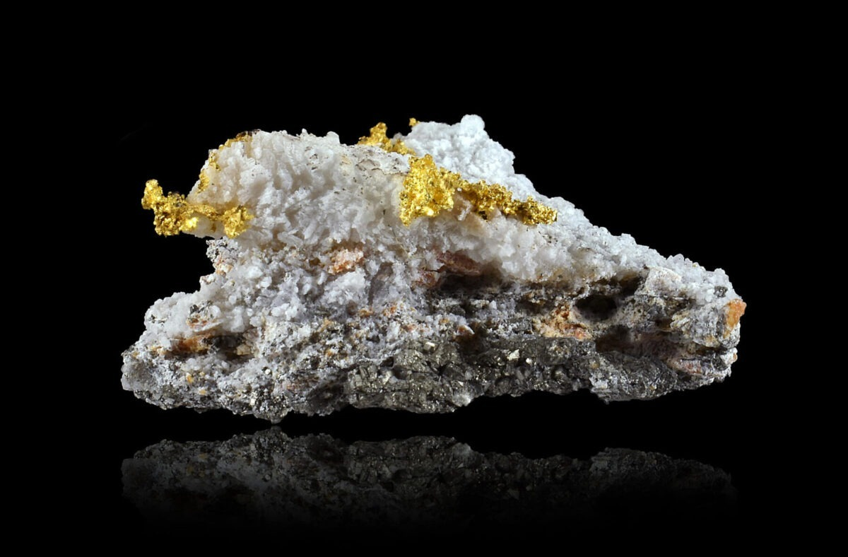 Gold on quartz from Brusson, Italy